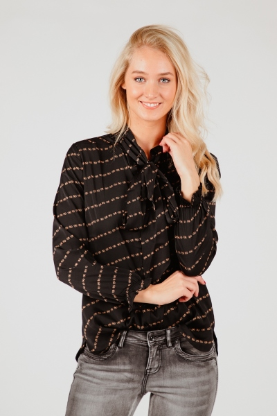 Glans blouse letterptint + strik zwart  zwart